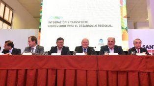 Lifschitz: La hidrovía Paraná-Paraguay será una gran vía de comunicación con el mundo
