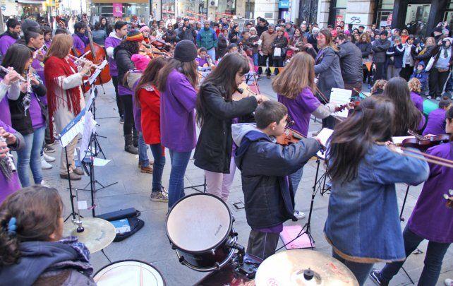 La orquesta ostenta 12 años de trayectoria formando y generando un ámbito de inclusión de cientos de chicos.