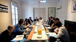 Anuncio. Encuentro de los ministros Bullrich (Seguridad) y Aguad (Comunicaciones) ayer con periodistas.