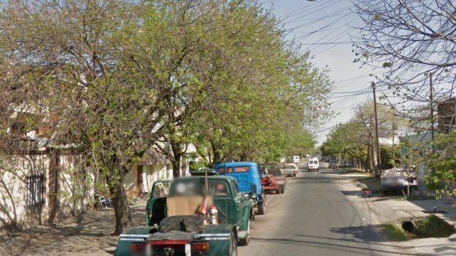 El asaltante ingresó al local de Gutiérrez y Paraguay y baleó en una pierna a la víctima.