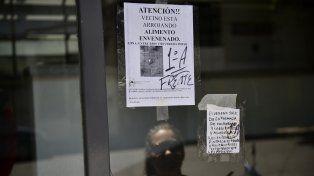 Advertencia. Los carteles se multiplicaron por el barrio.