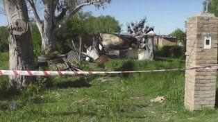 Macabro. La casilla incendiada en Roldán donde unos chicos encontraron los restos de un joven de 23 años.
