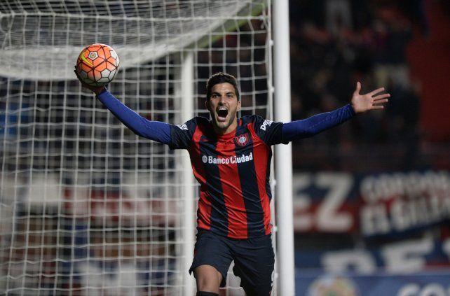 Carta de gol. El delantero Nicolás Blandi vuelve al equipo azulgrana en Chapecó.