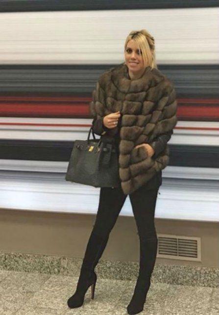 Wanda publicó una foto con un tapado de piel
