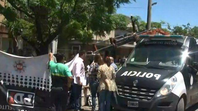 Un operario murió electrocutado cuando realizaba trabajos de poda en zona oeste