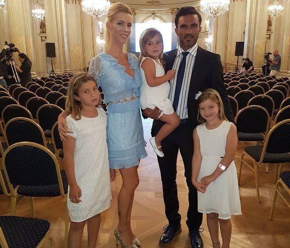 Nicole y sus hijas acompañaron a Cubero en el homenaje.