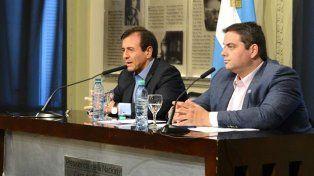 Mario Quintana y Jorge Triaca acordaron frenar los despidos hasta marzo del año que viene (Foto: Presidencia).