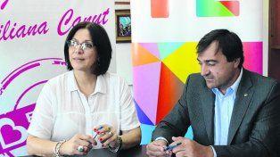 PROGRAMA. La intendenta beltranense Liliana Canut firmó ante Diego Leone.