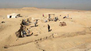 Sorprendente. La urbe está a pocos metros del templo Seti-1.