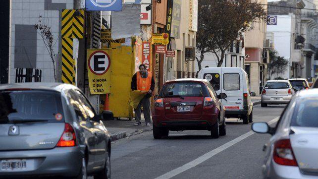 En zonas de carriles exclusivos no está permitido estacionar en la vereda.