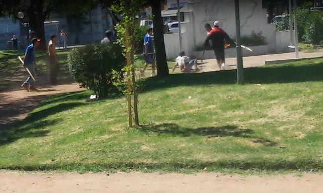 Brutal enfrentamiento entre trapitos en una plaza céntrica de Santa Fe