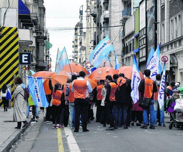 Conflicto. Los bancarios realizaron huelgas y marchas en todo el país.