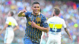 Teo polémico.El colombiano festejó el gol dibujando una banda imaginaria.