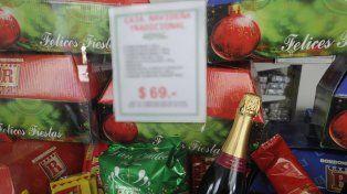 La canasta incluye productos para la mesa dulce.