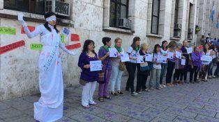 Hoy se realizó una intervención en los Tribunales provinciales en contra de la violencia de género.