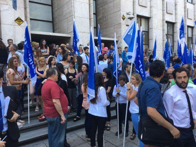 Jueces y empleados judiciales protestaron por el colapso de los juzgados laborales.