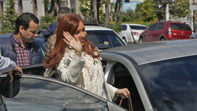 Cristina Fernández sale de los Tribunales Federales de Río Gallegos.
