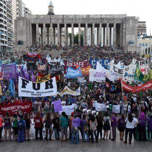 La marcha terminó en el Monumento, donde se desarrolló el acto central.