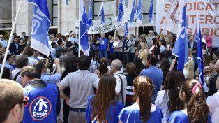 Los manifestantes denunciaron la falta de respuestas del poder político y apuntaron contra los ministerios de Justicia y de Trabajo.