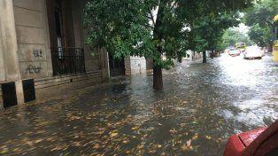 Cesó el alerta meteorológico para la región pero la tormenta causó estragos en la ciudad