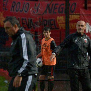 Osella tuvo un cruce con Montero y su ayudante Morales tras el cierre del partido.