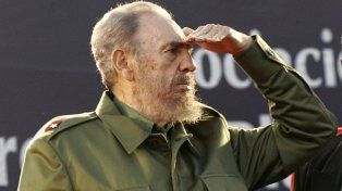 Visionario. Gesto de Fidel durante su histórica visita a la Argentina en julio de 2006. Pocas semanas después se enfermaría gravemente en la isla y debería delegar el poder en Raúl.