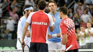 Nos volveremos a ver. Del Potro saluda a Cilic tras el final del dobles. Hoy se miden.