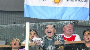 Apoyo de D10S. Diego no paró de gritar por Argentina desde el viernes y ayer se desahogó a lo grande.