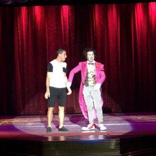 maxi rodriguez se subio al escenario del circo tihany y la rompio