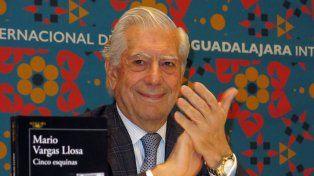 El ganador del premio Nobel Mario Vargas Llosa disparó munición gruesa contra Fidel Castro.