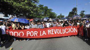 La gente formó largas filas desde la madrugada para ingresar a la Plaza de la Revolución y homenajearlo tres días después de su muerte.