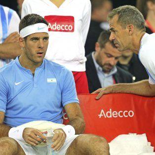Concentración. Juan Martín Del Potro y el capitán Daniel Orsanic en un alto del partido final por Copa Davis.