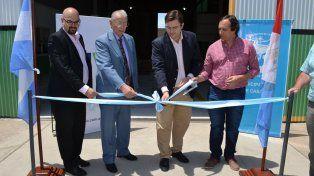Al fin. El taller sobre ruta 33 fue inaugurado por el intendente y Matich.