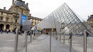 El Louvre. La obra Retrato de un hombre permaneció allí diez años.