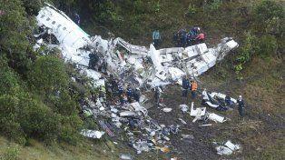 Así quedó el avión de la tragedia en el que murieron al menos 76 personas. Foto / AP