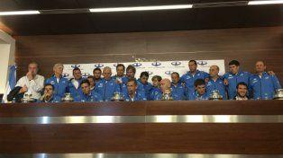 El equipo argentino que ganó la Copa Davis durante la rueda de prensa en Ezeiza.