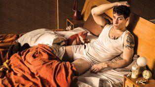 Muy desinhibido, Esteban Lamothe contó qué usa para las escenas de sexo