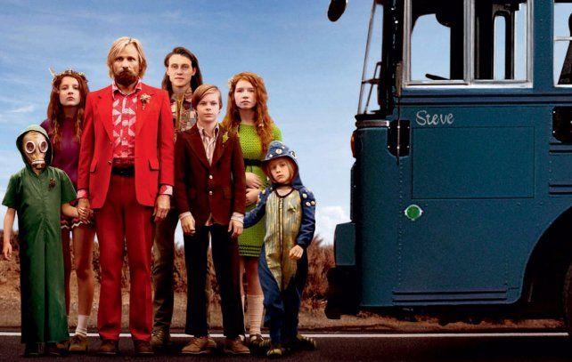 Camino a la ciudad. Viggo Mortensen y sus niños emprenden un traumático regreso a la civilización.