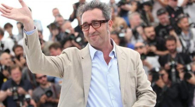 Chau película. Paolo Sorrentino sonríe pero mastica bronca por el filme.