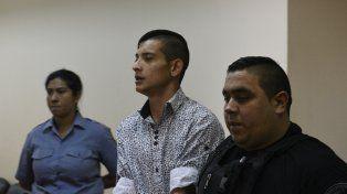 El acusado. David Enrique López ingresa escoltado a la sala de audiencias en la cual se leyó el fallo en su contra.