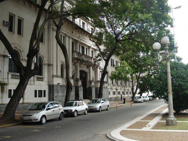Tribunales de la capital provincial.