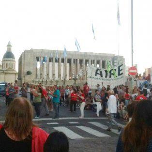 La convocatoria al acto corrió por parte del Partido Comunista de Rosario, la Federación Juvenil Comunista y la Multisectorial de Solidaridad con Cuba.