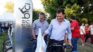 Tras El acto. El intendente Raimundo hizo una recorrida en bicicleta.
