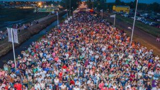 Multitud. En el acceso a la ruta 7 el público pudo recorrer 195 stands.