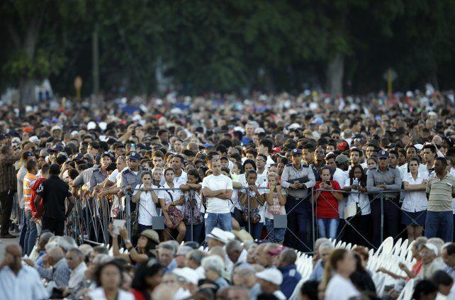 Masivo. La gente de La Habana cubrió desde la tarde la Plaza de la Revolución.