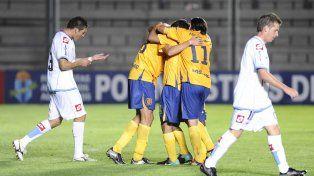 Copa Argentina 2012. Los canallas festejan la victoria 2 a 1 ante los piratas en el partido jugado en el Bicentenario de San Juan.
