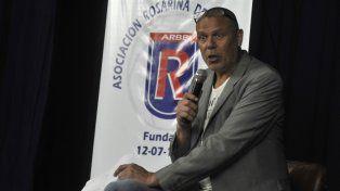 Palabra autorizada . Hernán Montenegro dio anoche una charla en el salón de Luz y Fuerza.