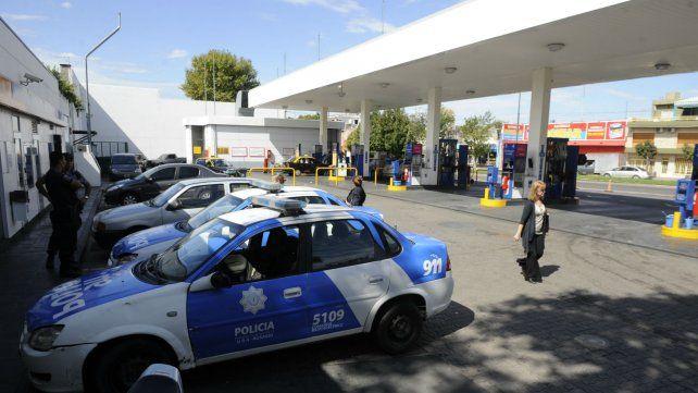 En algunas estaciones de la ciudad ya empezaba a escasear el combustible.