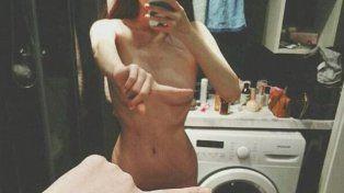 El one finger selfie challenge, la nueva moda que desafía la censura en las redes
