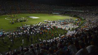 Una multitud colmó el estadio Girardot de Medellín para tributarle homenaje a las víctimas de la tragedia aérea.